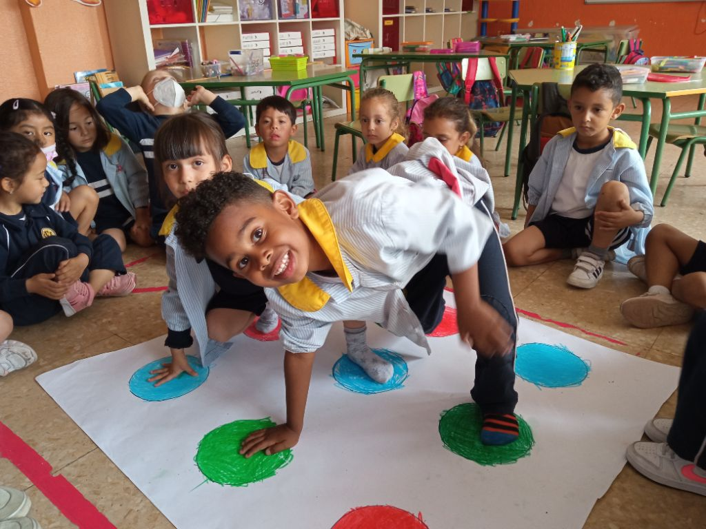 TWISTER – LEARNING THE COLORS!